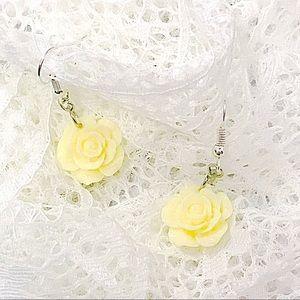 Jewelry - BOGO💫Lemon Yellow Cabochon Flowers
